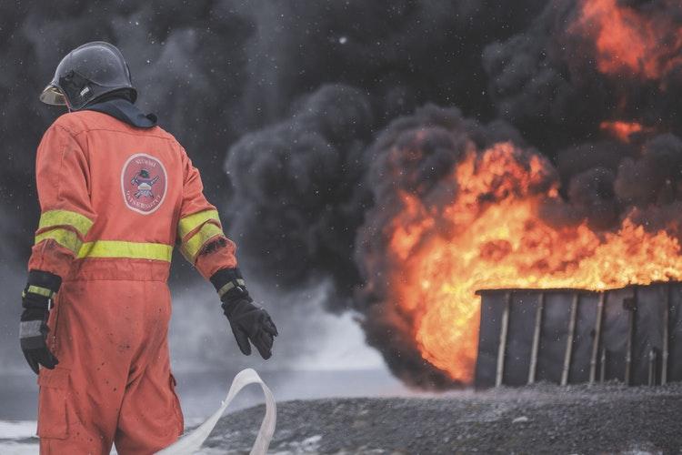 El fuego destruyó una industria en La Plata